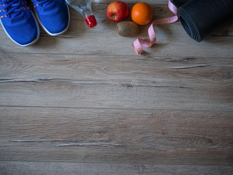 Accesorios de la aptitud Zapatos de los deportes Artículos de las mujeres para la vida de los deportes Cinta métrica, centímetro  fotografía de archivo