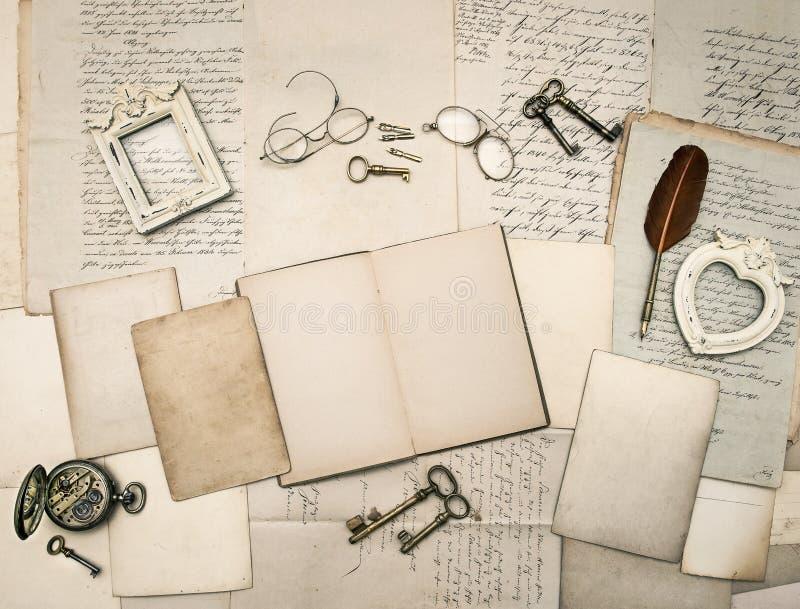 Accesorios De La Escritura Del Vintage, Viejas Letras Y Marcos ...