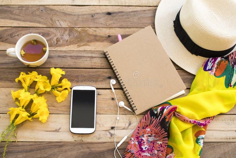 Accesorios de la mujer de la forma de vida relajar verano imágenes de archivo libres de regalías