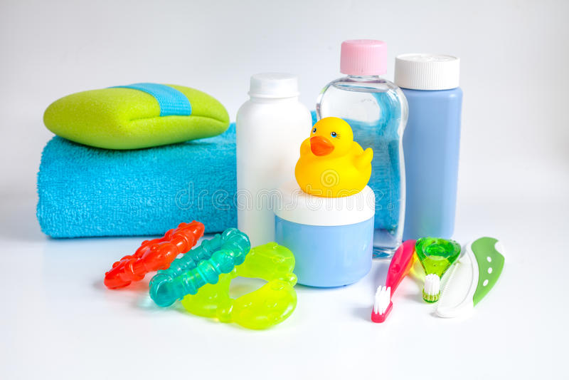 Accesorios Baño Bebe | Accesorios Del Bebe Para El Bano Con El Pato En El Fondo Blanco