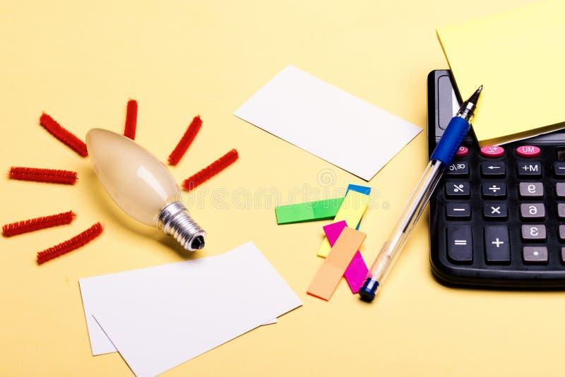 Accesorios del negocio y concepto de las ideas Efectos de escritorio y calculadora foto de archivo
