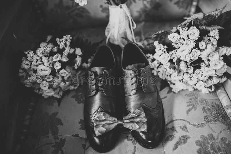 Accesorios del ` s de los hombres con los zapatos de lujo Visión superior imagen de archivo
