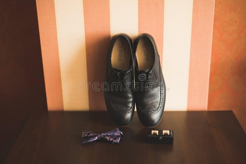Accesorios del ` s de los hombres con los zapatos de lujo Visión superior foto de archivo