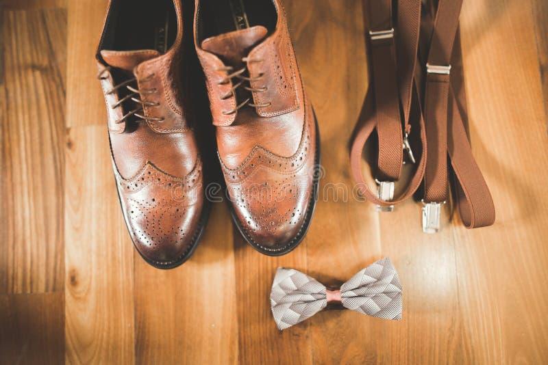 Accesorios del ` s de los hombres con los zapatos de lujo Visión superior fotos de archivo