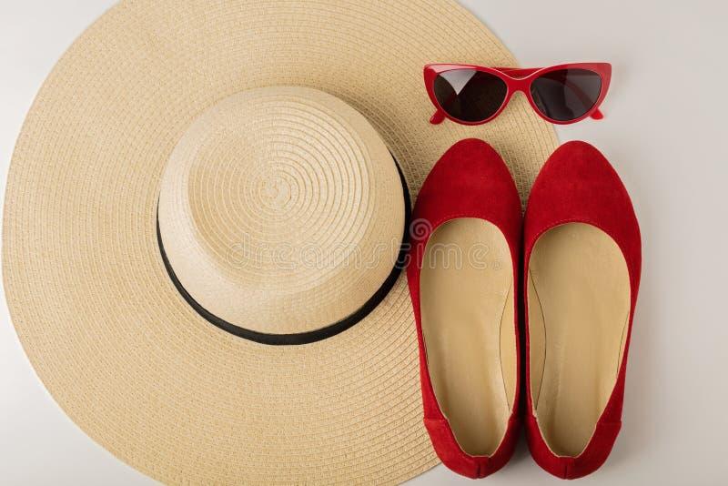 Accesorios del verano del ` s de las mujeres - sombrero, gafas de sol y ballet f de los zapatos imagen de archivo libre de regalías