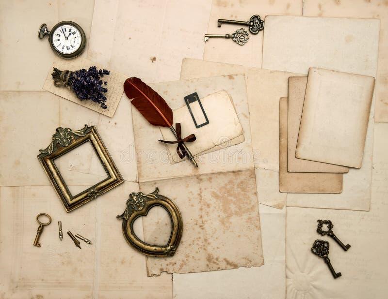 Accesorios del vintage, viejas letras, marcos de la foto fotos de archivo libres de regalías