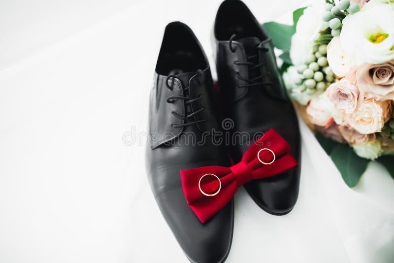 Accesorios masculinos con zapatos de lujo. Vista superior imágenes de archivo libres de regalías