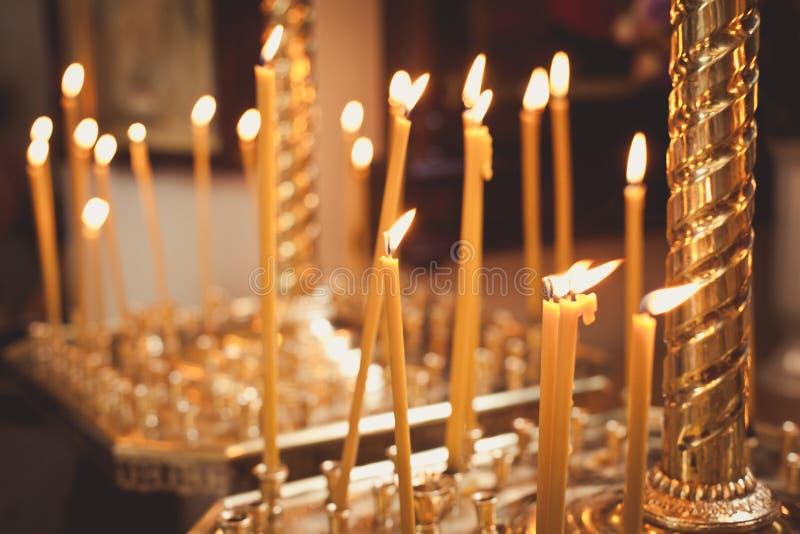 Accesorios para el bautizo baño en la fuente bautismal fotos de archivo libres de regalías
