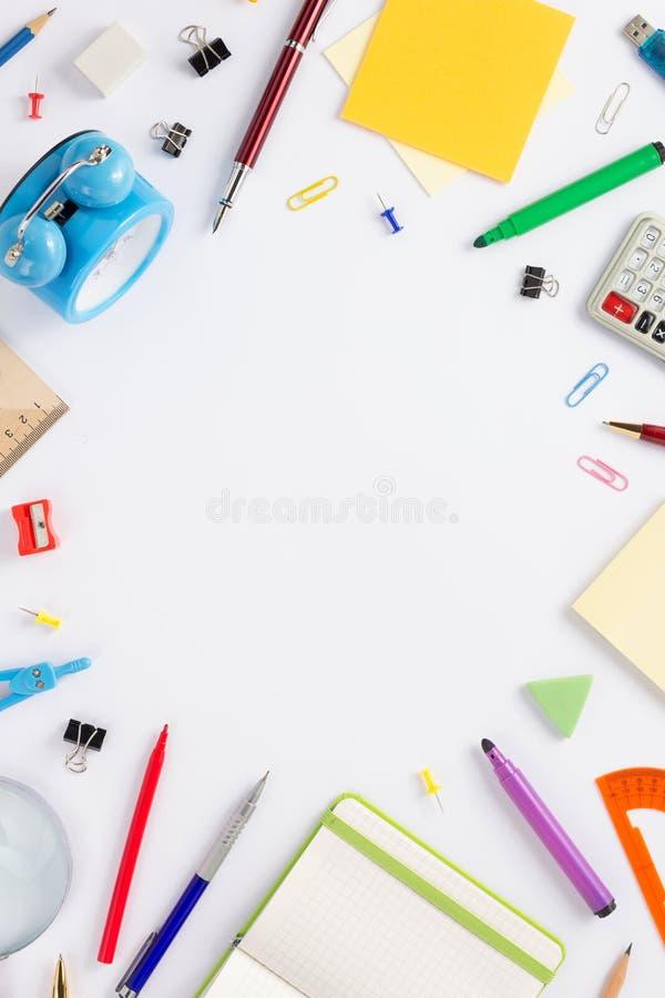 Accesorios y materiales de oficina de la escuela foto de archivo