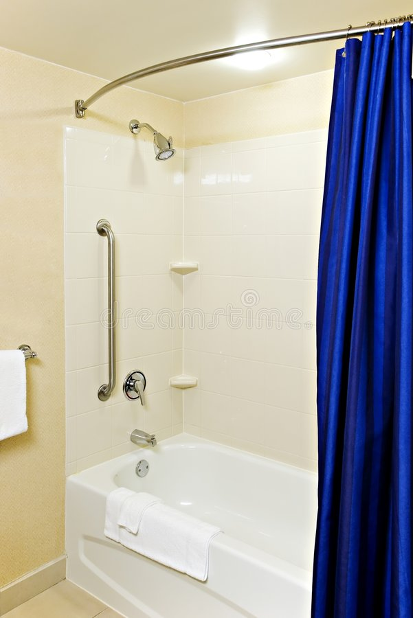 Free Accessible Bathtub And Shower Royalty Free Stock Image - 8452176
