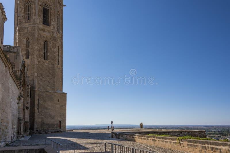 Accesso del cortile alla vecchia cattedrale di Lleida La Catalogna Spagna fotografie stock