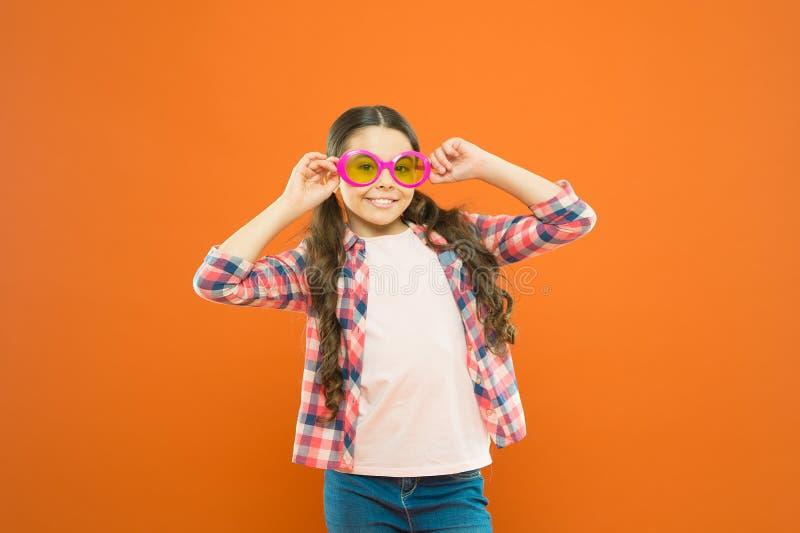 Accessoire d'été de lunettes de soleil Vue et sant? d'oeil Vue de soin Polarisation cruciale de moment de protection ultra-violet photographie stock