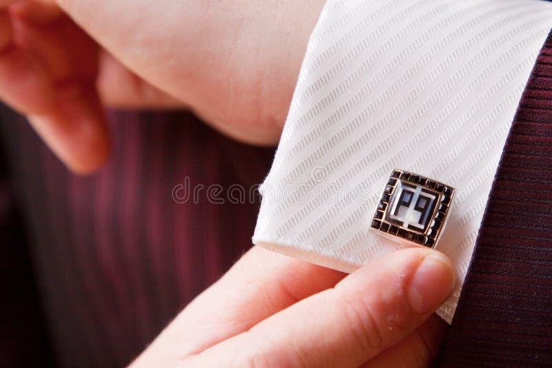Accessoire de mariage, marié dans le costume élégant image stock