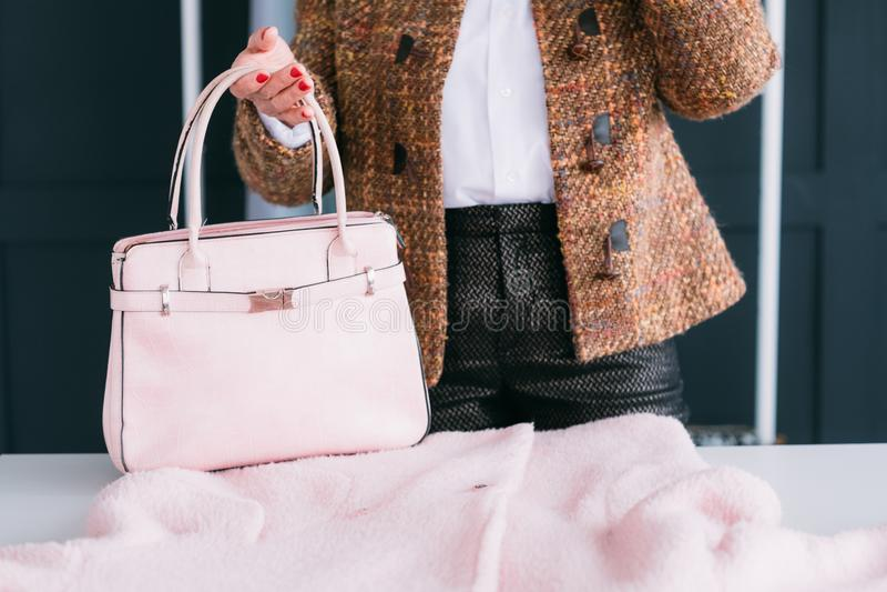 Accessoire de sac d'équipement d'élégance de style de garde-robe de femme image stock