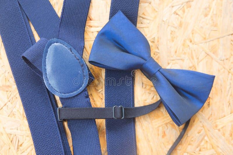Accessoire du mariage des hommes, noeud papillon bleu images libres de droits