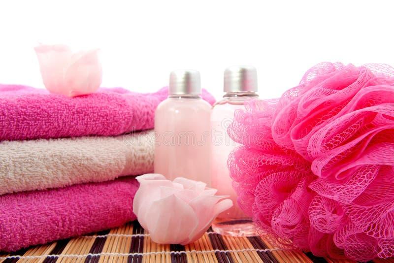 Beautiful accessoire de salle de bain rose gallery for Accessoire de salle de bain rose