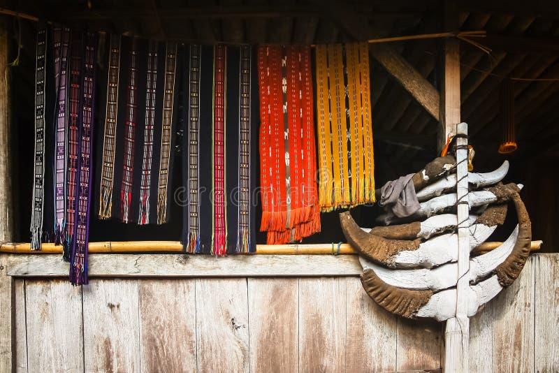 Accessoires d'habillement dans le village de Bena photo stock