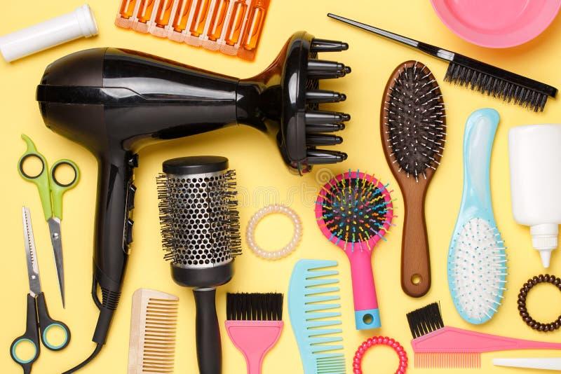Accessoires d'image de coiffeur, sèche-cheveux, peignes photo libre de droits