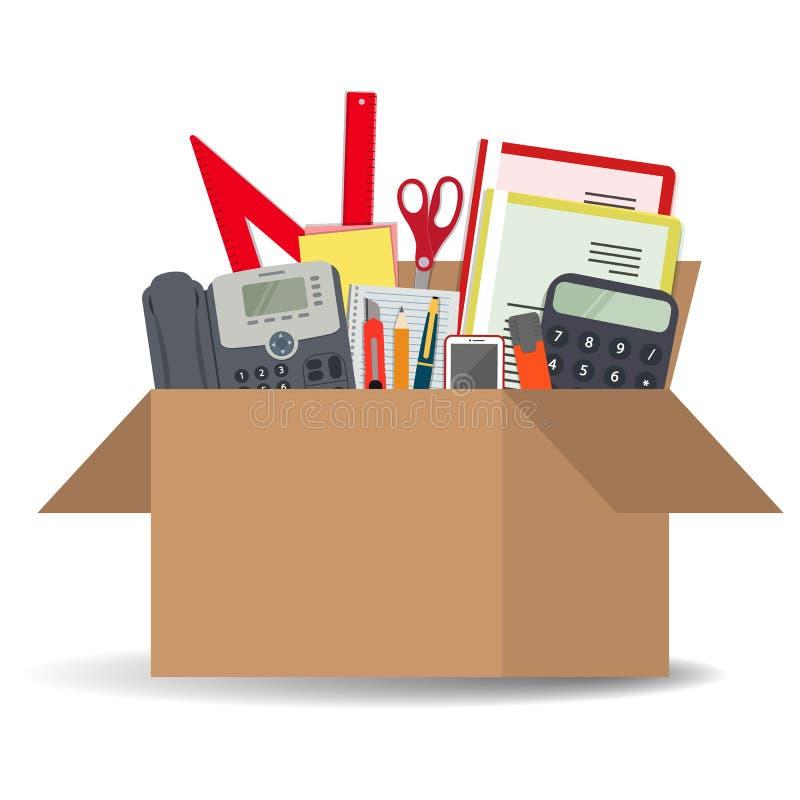 Accessoires de bureau dans une boîte en carton d'isolement sur un fond blanc illustration libre de droits