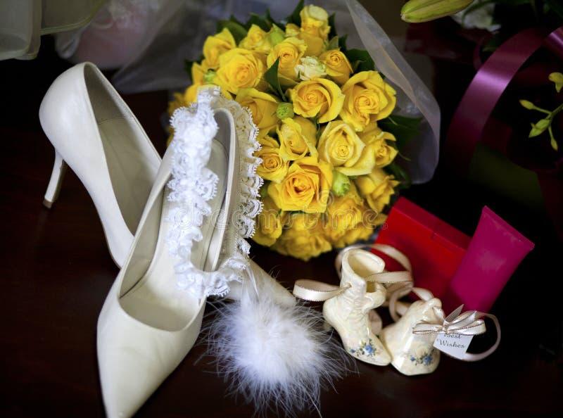 Accessoires de jeunes mariées photos stock