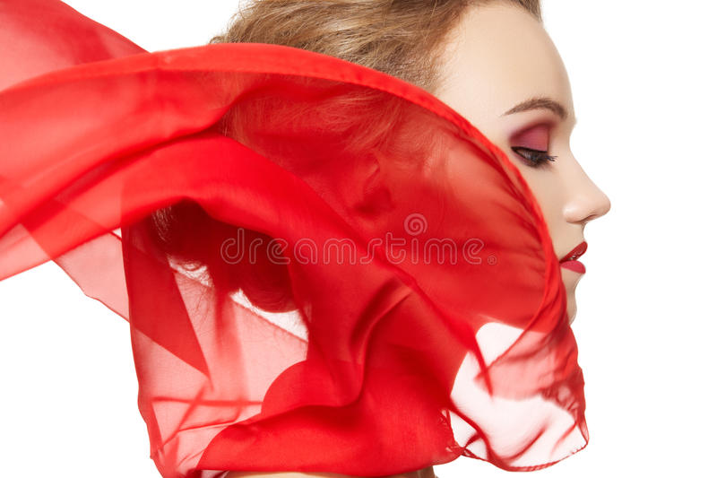 Accessoires de mode. Modèle avec l'écharpe en soie, renivellement photo stock