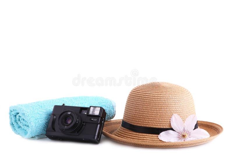 Accessoires de voyageur d'isolement sur le concept blanc de vacances de voyage de fond Fond d'?t? images stock