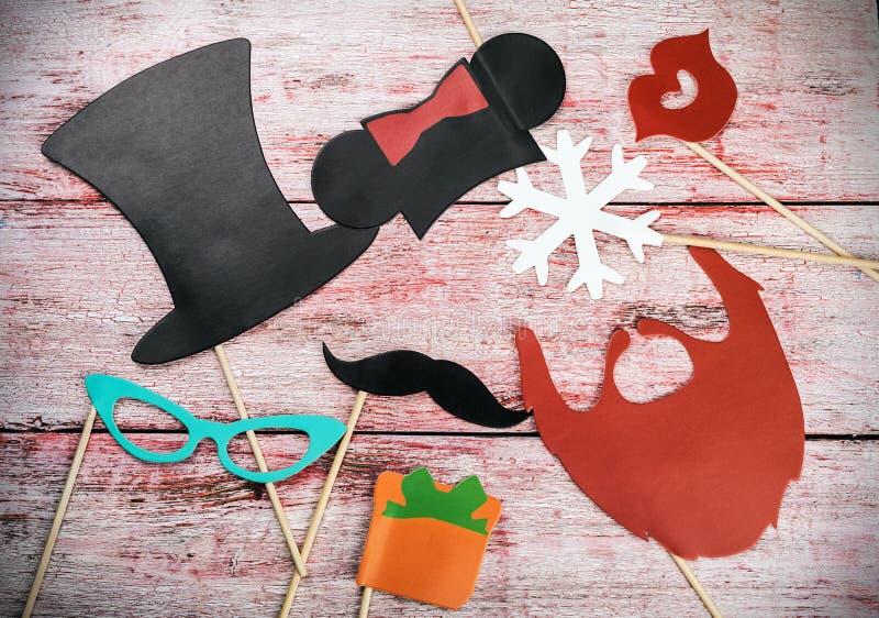 Accessoires pendant des vacances d'amusement de la mode de papier, lèvres, moustaches images libres de droits