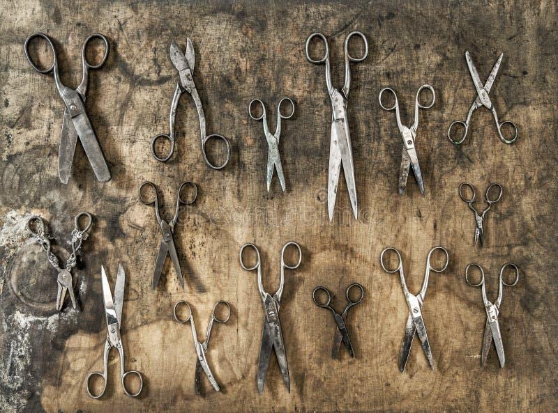 Accessor года сбора винограда предпосылки античных ржавых ножниц деревенский деревянный стоковые фото