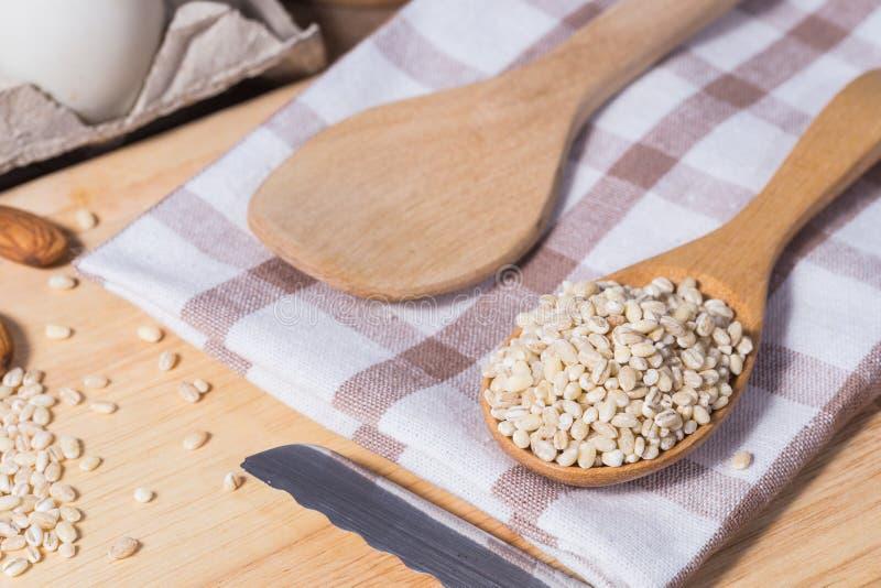 Accessori della cucina ed ingredienti bollenti fotografia stock