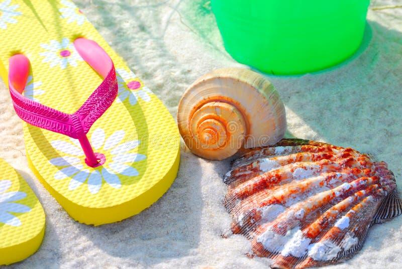 Accessori della spiaggia in mattina Sun immagini stock libere da diritti