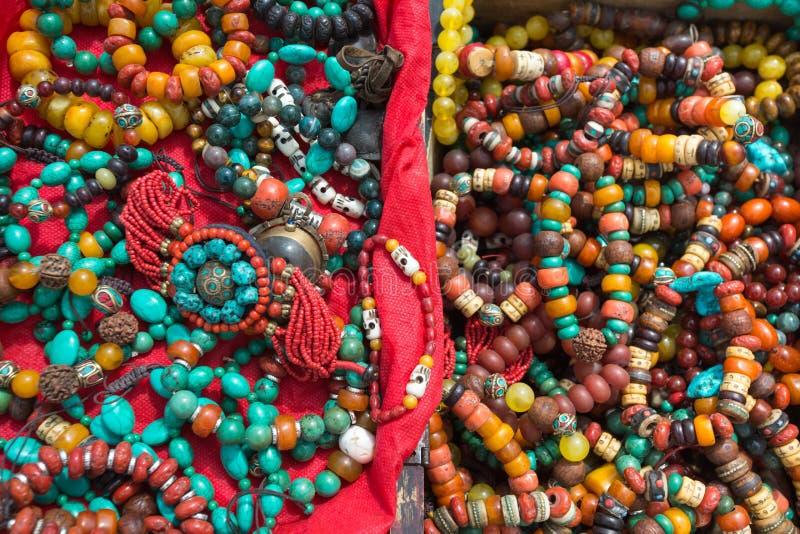Accessori di modo tibetani in un mercato nel Tibet fotografia stock libera da diritti