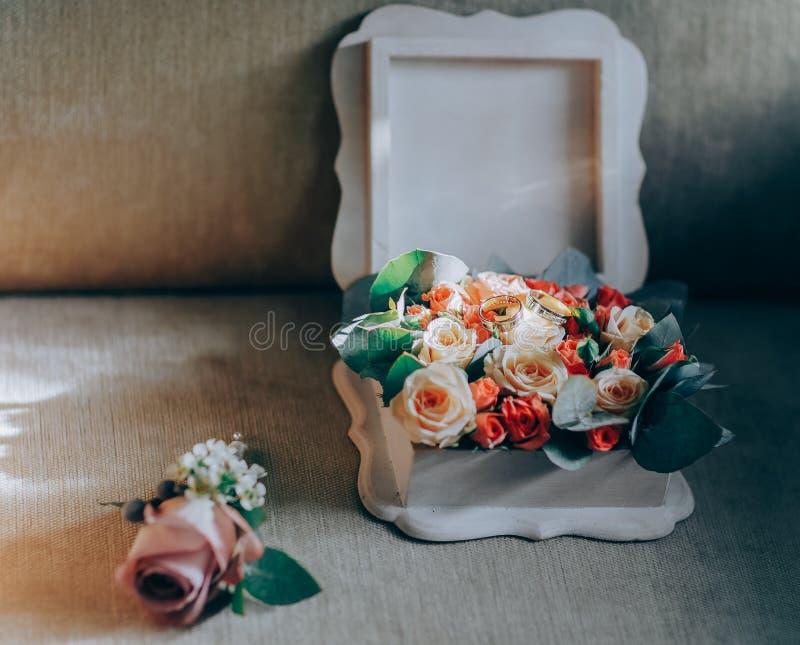 Accessori di nozze Dettagli di mattina per la bella sposa immagine stock libera da diritti