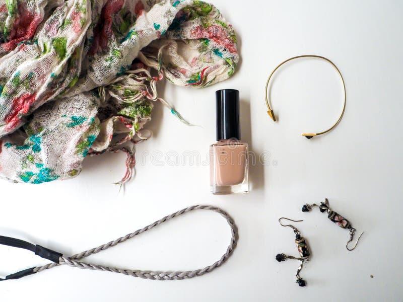 Accessori femminili su un fondo bianco fotografia stock