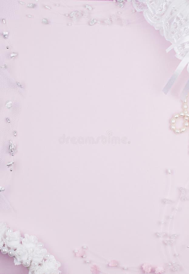 Accessorie di cerimonie nuziali su una scheda immagine stock libera da diritti