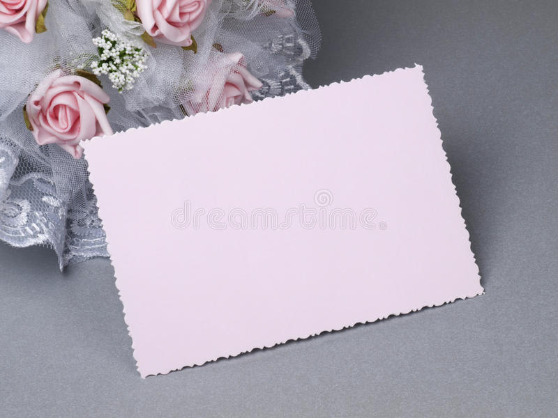 Accessorie di cerimonie nuziali su una scheda fotografia stock