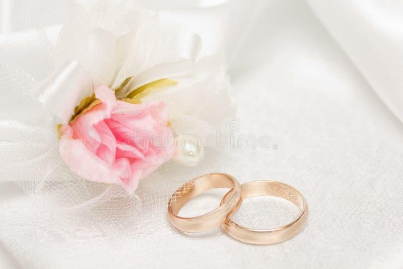 Accessorie di cerimonie nuziali un occhiello immagini stock