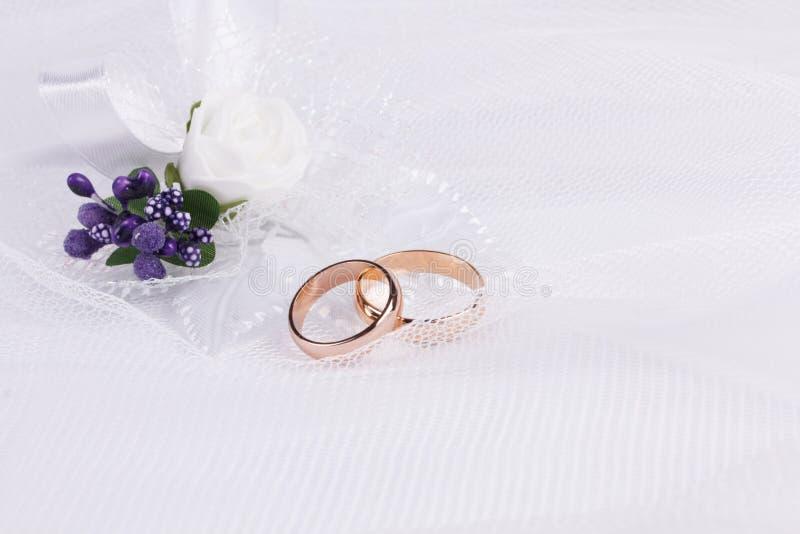 Accessorie di nozze un occhiello immagine stock