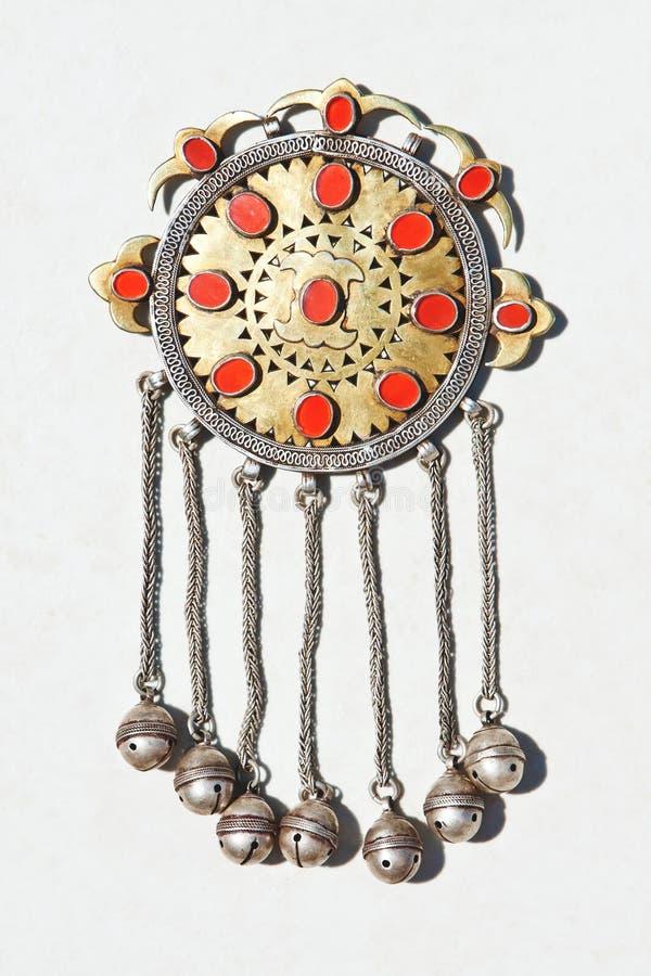 Accessorio d'argento asiatico dell'annata su bianco fotografie stock libere da diritti