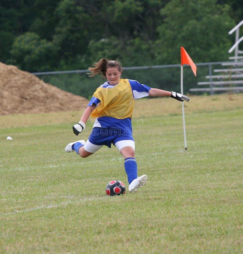Acción adolescente del portero del fútbol de la juventud imagen de archivo libre de regalías