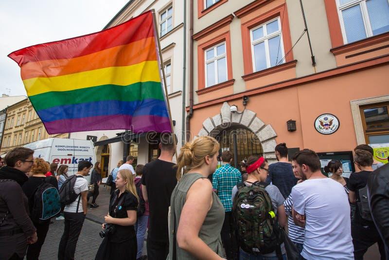 Acción cerca del consulado americano en memoria de las víctimas de la masacre en pulso gay popular del club en Orlando imagenes de archivo