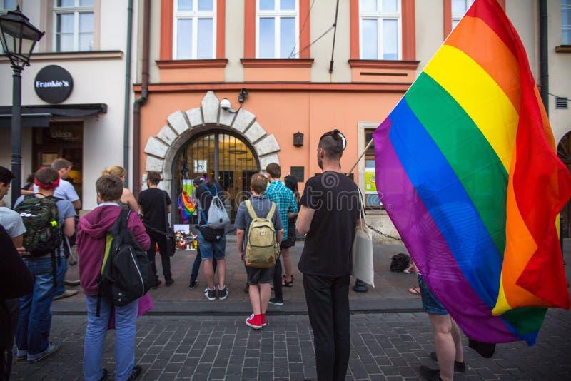 Acción cerca del consulado americano en memoria de las víctimas de la masacre en pulso gay popular del club en Orlando imagen de archivo