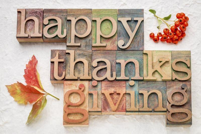 Acción de gracias feliz en el tipo de madera fotografía de archivo