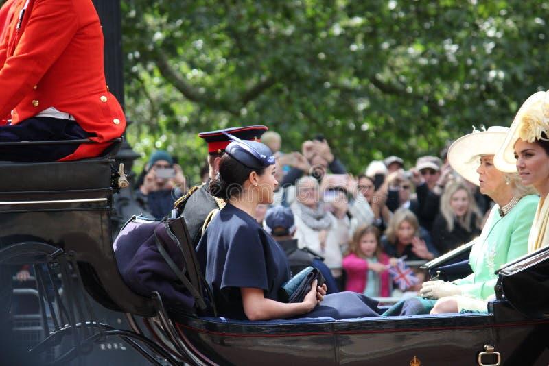 Acción de Meghan Markle y de príncipe Harry, Londres Reino Unido, el 8 de junio de 2019 - Meghan Markle Prince Harry Trooping la  fotos de archivo libres de regalías