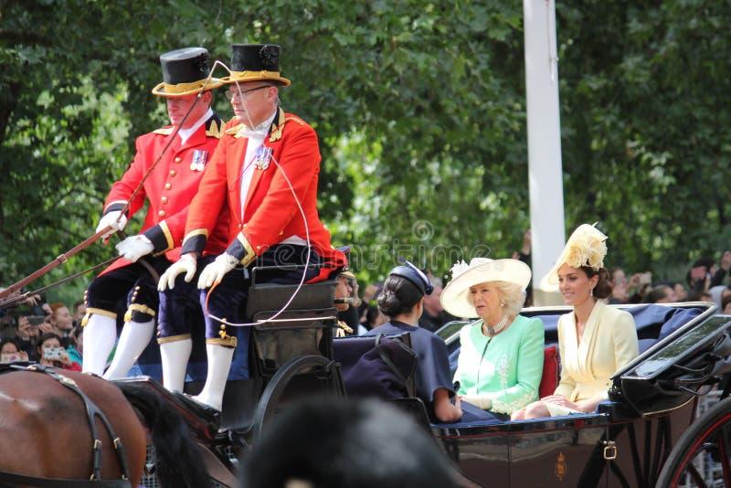 Acción de Meghan Markle y de príncipe Harry, Londres Reino Unido, el 8 de junio de 2019 - Meghan Markle Prince Harry Trooping la  imágenes de archivo libres de regalías