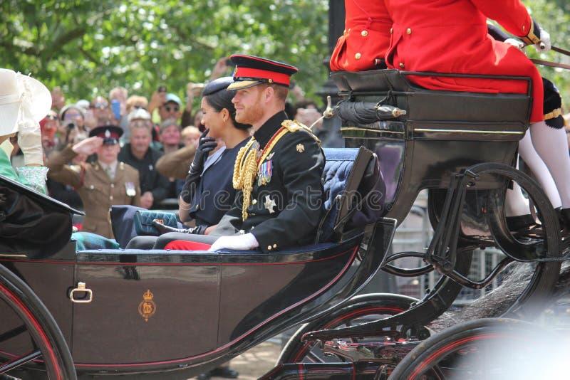 Acción de Meghan Markle y de príncipe Harry, Londres Reino Unido, el 8 de junio de 2019 - Meghan Markle Prince Harry Trooping la  imagen de archivo