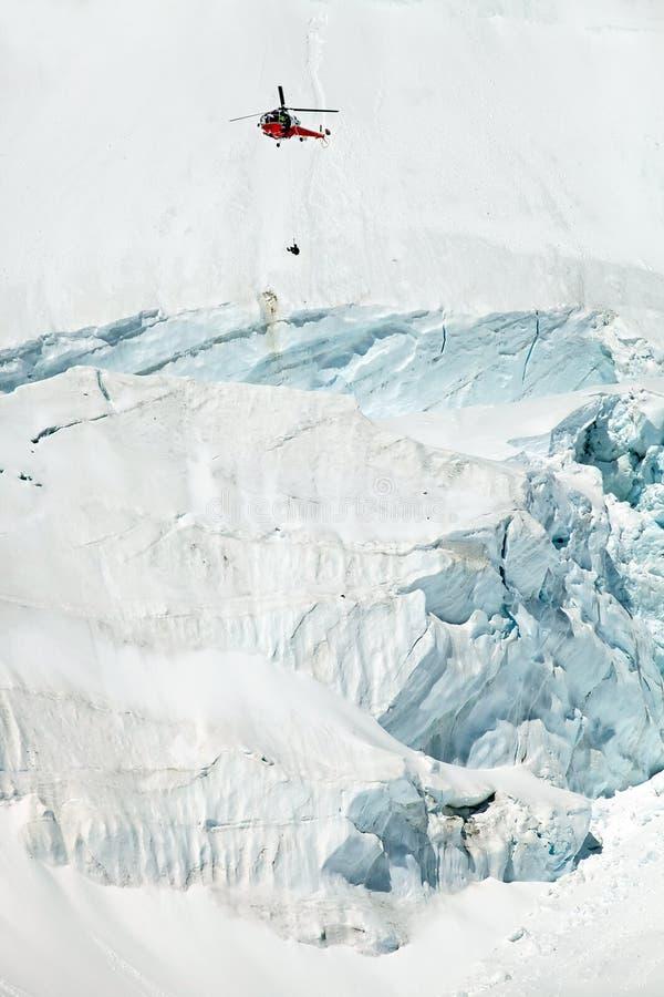 Acción del rescate de la montaña fotos de archivo libres de regalías