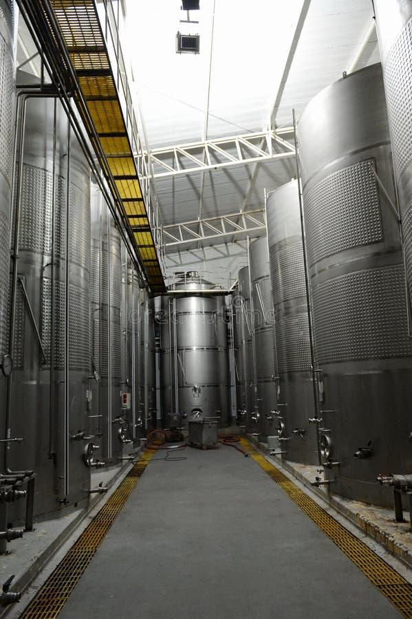 Acciaio inossidabile dei tini di fermentazione per vino alla cantina Viu Manent immagine stock libera da diritti