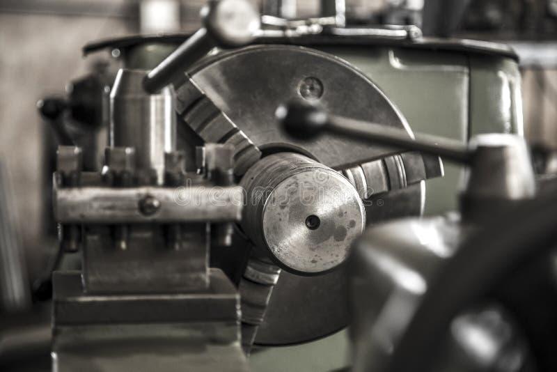 Acciaio per utensili del lavoro della macchina del tornio di industria fotografia stock libera da diritti
