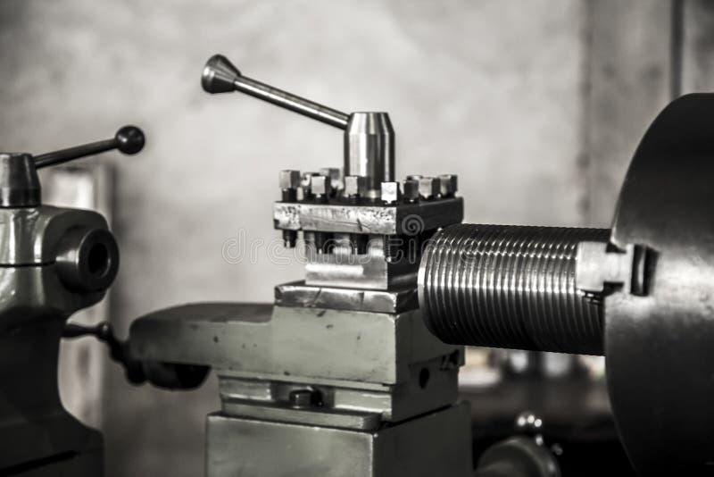 Acciaio per utensili del lavoro della macchina del tornio di industria immagine stock libera da diritti