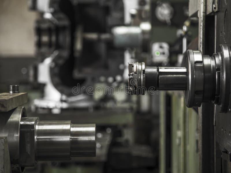 Acciaio per utensili del lavoro della macchina del tornio di industria fotografie stock libere da diritti